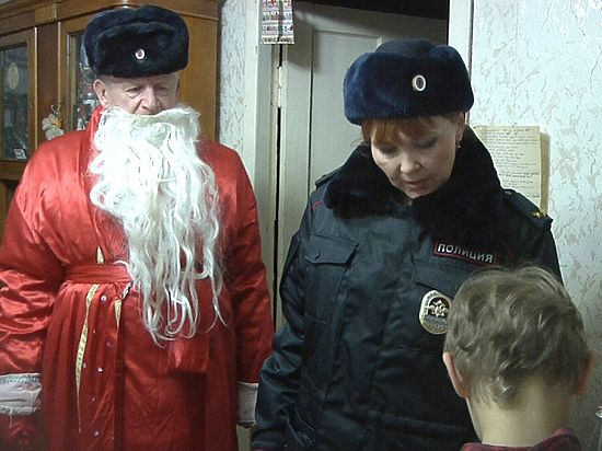В Кирове ходит Полицейский Дед Мороз